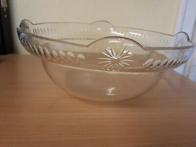 Quality Antique Clear Glass Light Bowl With A Lovely Shape & Cut Pattern