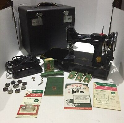 VINTAGE ORIGINAL SINGER 221-1 FEATHERWEIGHT SEWING MACHINE 1939 w/CASE