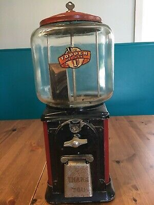 Vintage Victor Topper Delux gum ball machine with key