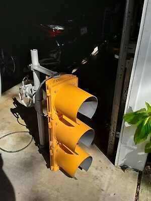 "Aluminum and PvcTraffic Signal / Red / Stop Light W/ Hoods / 12"" + mount Bracket"