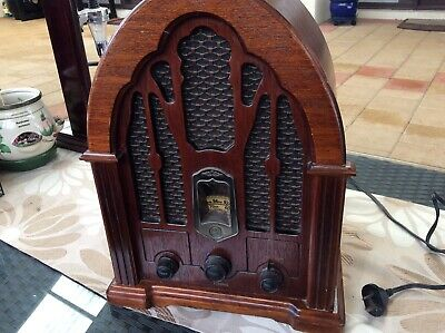 Vintage GE replica cathedral AM/Fm radio