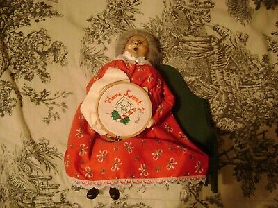 """Byers Choice The Carolers Mrs. Claus on Bench with Needlepoint 1995 10"""""""