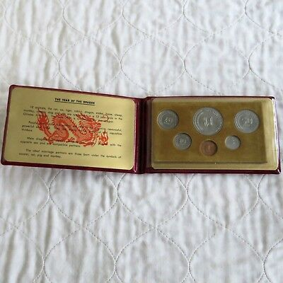 SINGAPORE 1976 6 COIN UNCIRCULATED SET LUNAR YEAR OF THE DRAGON - red wallet