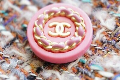 💔❤💗CHANEL BUTTON size 24 mm   1 pieces  Plastic Pink Logo CC 1 inch