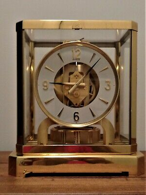 Atmos Heritage Clock (Round Dial) 15 Jewels, Serial #558233. With documentation.