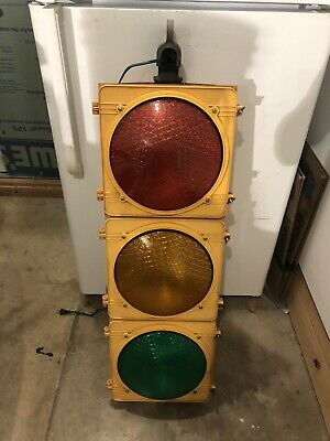 Real Traffic Signal Light Retired Red Ylw Grn Man Cave wHngr Wired Nice Shape