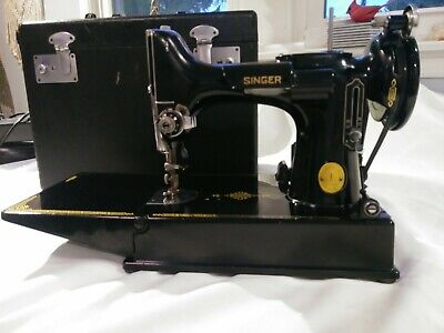 Singer 221 Featherweight Sewing Machine With Pedal & Case