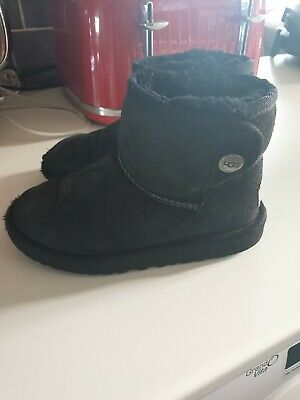 Kids ugg boots Size 11