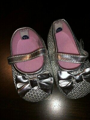 Baby Girls Size 6-9 Months First Steps Sparkly Silver Sequin Slip On Shoes Bows