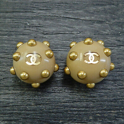 CHANEL Gold Plated CC Logos Beige Vintage Round Clip Earrings #5018a Rise-on