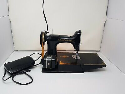 SINGER 221 FEATHERWEIGHT SEWING MACHINE - With CASE