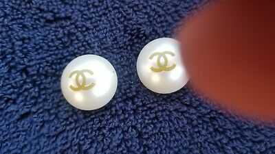 Lot of 2 Vintage Chanel gold CC Logo pearls Buttons 22 mm-0,8 inch