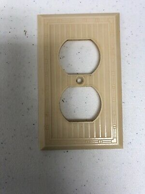 1  Ribbed w/ Dashed Lines Ivory Bakelite Bryant Hemco Switch Plate Cover Deco
