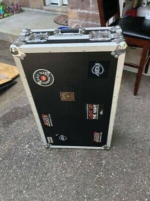 NUMARK NS7 Travel case/wheels. Great Used condition