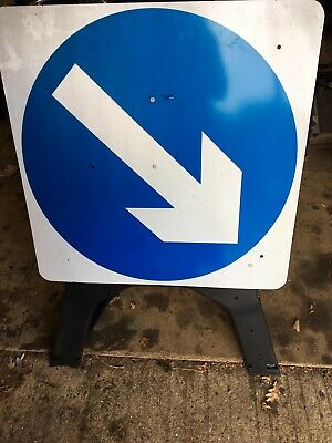 Endura Plastic Road Sign Keep Right 750mm