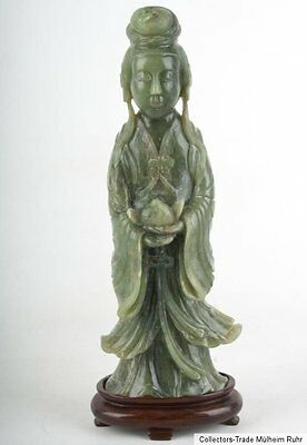 China 20. Jh a Chinese Jadeite Figure of a Female Immortal Giada Cinese Chinois