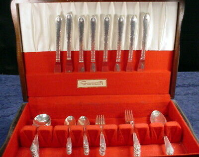 Vintage Wm Rogers & Son EXQUISITE Silver Plate Service for 8 Flatware Wood Chest