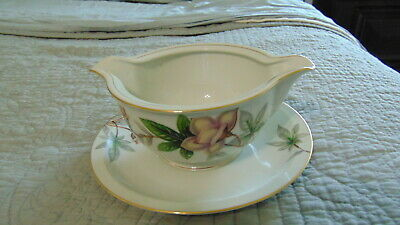 Meito Ivory China Woodrose Pattern Gravy/Sauce Boat With Attached Saucer Japan