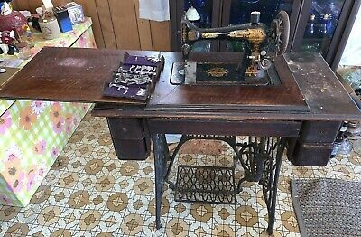 Antique Singer Treadle Sewing Machine H358039 & Table Cabinet Cast Iron WV