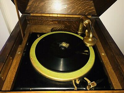 Edison 1916 Diamond Disc Phonograph & 31 Records