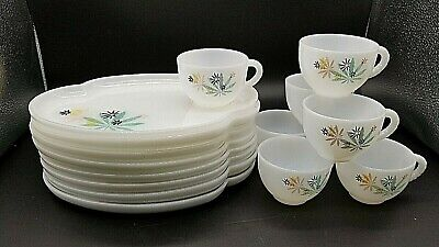 VTG 16pc MID CENTURY FEDERAL GLASS ATOMIC FLOWER STARBURST PATIO PLATE SNACK SET