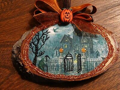 Wood slice ornament,haunted house,witch,Grimm Reaper,barked,Glittered,halloween