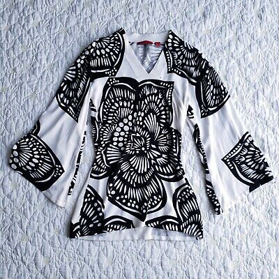 Red Brand Womens Bell Sleeve Tunic Knit Shirt Size S White Black Floral Graphic