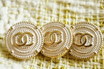 CHANEL BUTTONS SET OF 3 CC LOGO WHITE And GOLD TONE METAL 15 mm 💖💖💖