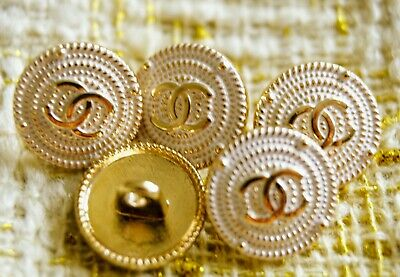 CHANEL BUTTONS SET OF 5 CC LOGO In GOLD WHITE And GOLD TONE METAL 15 mm 💖💖💖
