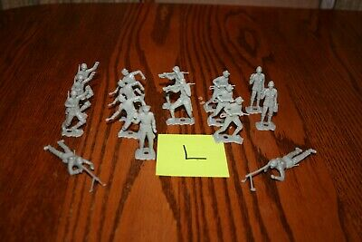 Set of 32 Vintage MPC Non-Ringhand 50mm Tall Soldiers Auburn Marx MPC TImmee