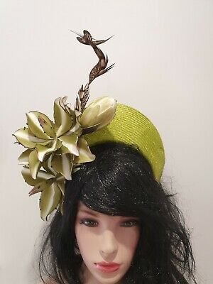 Fascinator millinery crown hat races wedding