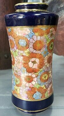 Early 20th Century Japanese Kutani Porcelain Gilded Floral Pattern Vase