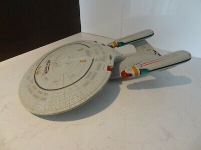 1992 Playmates Star Trek USS Enterprise NCC-1701-D