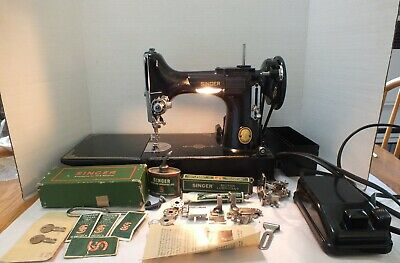 1951 SINGER 221 FEATHERWEIGHT SEWING MACHINE EH003207 with Accessories Case Keys