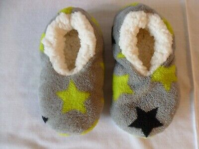 Girls Childs Slippers Grey With Stars Size 6 - 7 Bnwot