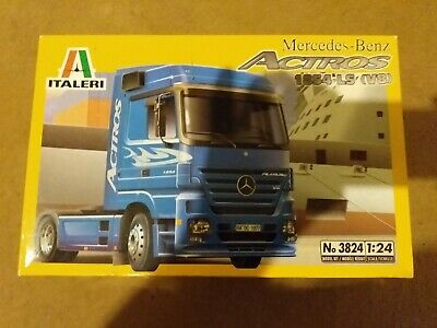 Mercedes Benz Actros Black Edition Truck LKW 1:24 Model Kit Bausatz Italeri 3841