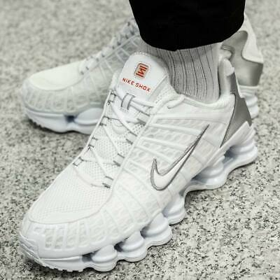 chaussure homme nike shox blanche et grise