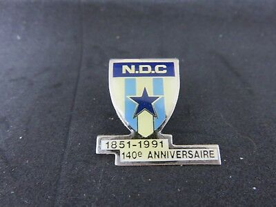 Pin's N.D.C Angers foot + attache