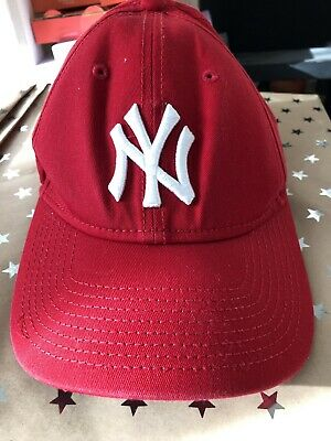 New Era 9FORTY Essential New York Yankees Cap - Red