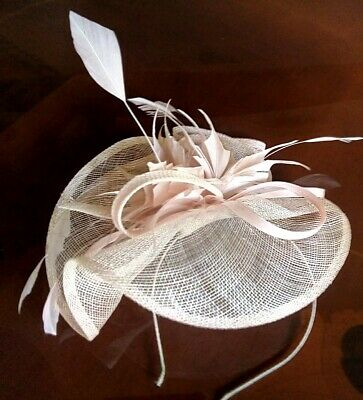 Beautiful peachy pink fascinator by DEBUT with feather detailing *wedding/races*