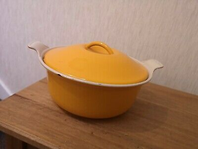 Vintage Yellow LE CREUSET Casserole dish with lid SIZE 22