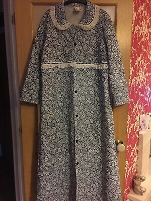 VINTAGE RETRO Quilted Floral  Dressing Gown/Housecoat size 22