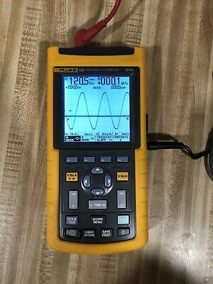 Fluke 123 Scopemeter with probes and soft case