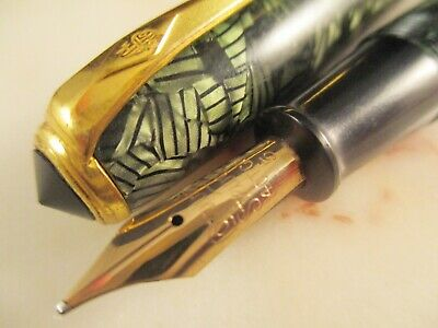 Vintage CONWAY STEWART 28 Green Hatched celluloid  fountain pen 14k CS5 gold nib