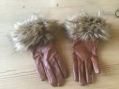 Ladies brown leather gloves with faux fur trim