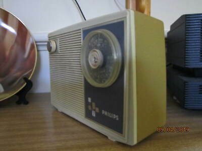 Philips 7 transistor  mantle type radio battery or mains working