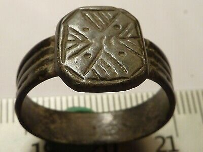 5341	Ancient Roman bronze ring with a cross 20 mm