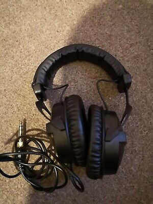 beyerdynamic DT 770 PRO 32 Ohm Headphones - Black
