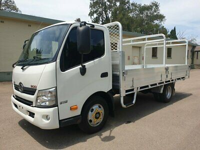 2012 Hino 300 616 Automatic Tabletop