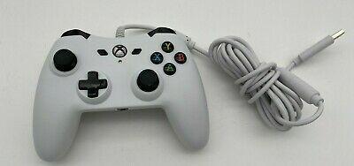 AmazonBasics Xbox One Wired Controller - 9.8 Foot USB Cable, White